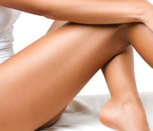 Bellevue Facelift - plastic surgeon model legs